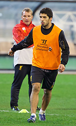 MELBOURNE, AUSTRALIA - Tuesday, July 23, 2013: Liverpool's Luis Suarez and manager Brendan Rodgers during a training session at the Melbourne Cricket Ground ahead of their preseason friendly against Melbourne Victory. (Pic by David Rawcliffe/Propaganda)