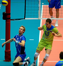 21-09-2013 VOLLEYBAL: EK MANNEN SLOVENIE - FINLAND: HERNING<br /> Mikko Esko, Tine Urnaut<br /> ©2013-FotoHoogendoorn.nl<br />  / SPORTIDA
