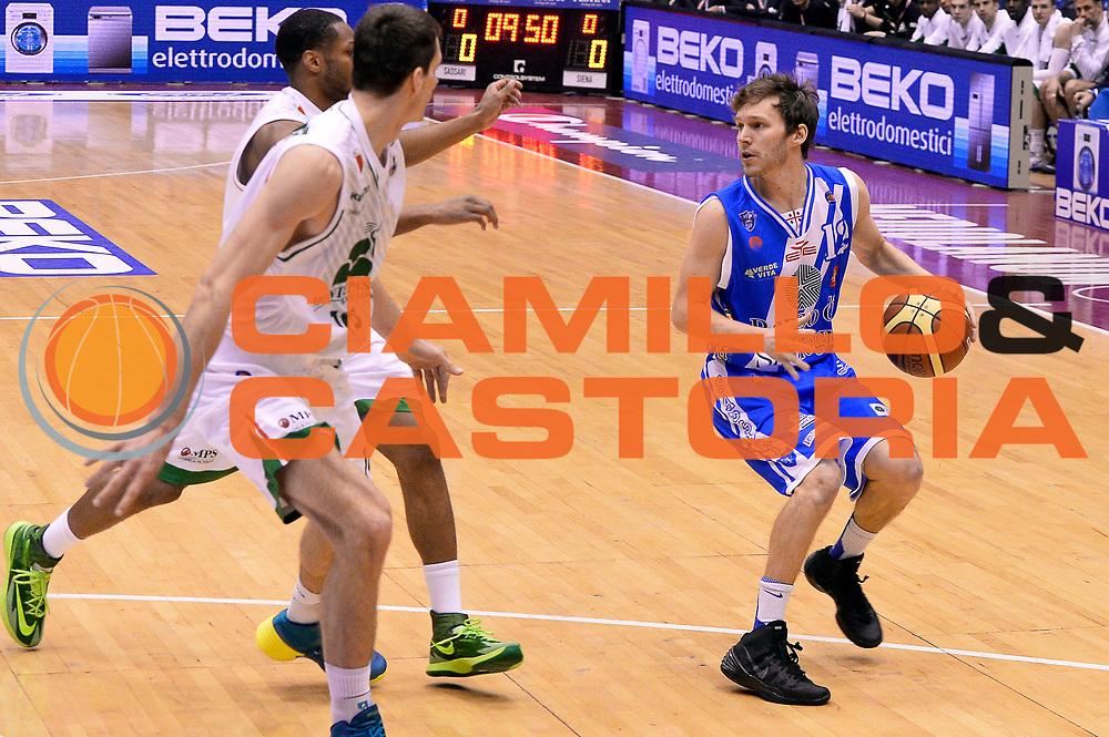 DESCRIZIONE : Milano Coppa Italia Final Eight 2014 Finale Montepaschi Siena Banco di Sardegna Sassari<br /> GIOCATORE : Travis Diener<br /> CATEGORIA : Palleggio<br /> SQUADRA : Banco di Sardegna Sassari<br /> EVENTO : Beko Coppa Italia Final Eight 2014<br /> GARA : Montepaschi Siena Banco di Sardegna Sassari<br /> DATA : 09/02/2014<br /> SPORT : Pallacanestro<br /> AUTORE : Agenzia Ciamillo-Castoria/R.Morgano<br /> Galleria : Lega Basket Final Eight Coppa Italia 2014<br /> Fotonotizia : Milano Coppa Italia Final Eight 2014 Finale Montepaschi Siena Banco di Sardegna Sassari<br /> Predefinita :