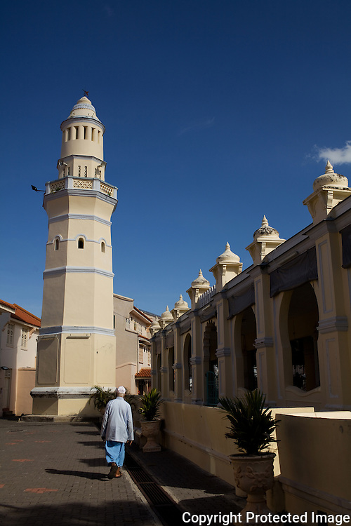The Aceh Street mosque has a distinctive octagonal minaret.