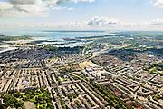 Nederland, Noord-Holland, Amsterdam, 14-06-2012; overzicht Amsterdam-Oost. Links voorgrond Oosterpark en Oosterparkbuurt, Dapperbuurt en Indische buurt (op het tweede plan). Rechts Tranvaalbuurt (met de rode bouwblokken Handwerkersvriendenkring in de voorgrond), Midden rechts de Middenmeer, naar de horizon Science Park en IJburg. IJsselmeer en Almere aan de verre horizon..Overview eastern Amsterdam in south-eastern direction. IJsselmeer (lake) on the horizon.  luchtfoto (toeslag), aerial photo (additional fee required).foto/photo Siebe Swart