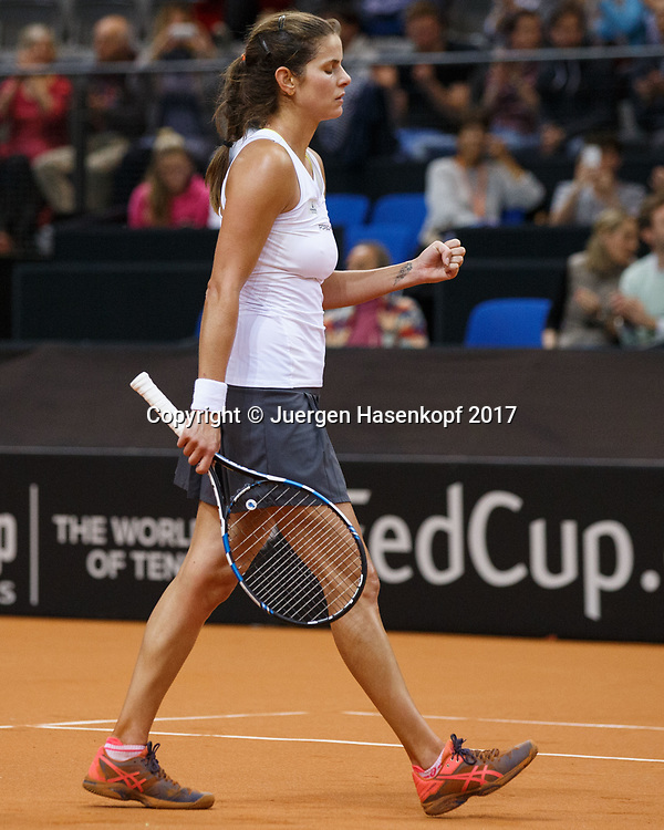 GER-UKR, Deutschland - Ukraine, <br /> Porsche Arena, Stuttgart, internationales ITF  Damen Tennis Turnier, Mannschafts Wettbewerb,<br /> JULIA GOERGES (GER) macht die Faust und jubelt, Jubel,Emotion,