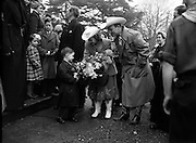 Roy Rogers 'King of the Cowboys' and his wife Dale Evans when they entertained the boys of St Augustine's School in Obelisk Park, Blackrock, Co. Dublin. <br /> <br /> 19th March 1954.<br /> <br /> 19/03/1954.