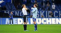 """18. September 2011: Gelsenkirchen, Veltins-Arena """"Auf Schalke"""": Fussball 1. Bundesliga, 6. Spieltag: FC Schalke 04 - FC Bayern Muenchen: Muenchens Torwart Manuel Neuer (links) tauscht nach dem Spiel mit seinem Schalker Nachfolger Ralf Faehrmann das Trikot (2/4)."""