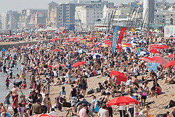 © Licensed to London News Pictures. 27/08/2017. Brighton, UK. Thousands of members of the public take to the beach in Brighton and Hove on the August Bank holiday Sunday. Photo credit: Hugo Michiels/LNP