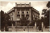 Zagreb : Sanatorij. <br /> <br /> ImpresumZagreb : Naklada: Orient, [1934].<br /> Materijalni opis1 razglednica : tisak ; 9 x 14 cm.<br /> NakladnikNaklada Orient<br /> Mjesto izdavanjaZagreb<br /> Vrstavizualna građa • razglednice<br /> ZbirkaGrafička zbirka NSK • Zbirka razglednica<br /> Formatimage/jpeg<br /> PredmetZagreb –– Ulica Vjekoslava Klaića<br /> SignaturaRZG-KLA-5<br /> Obuhvat(vremenski)20. stoljeće<br /> NapomenaRazglednica je putovala 1934. godine.<br /> PravaJavno dobro<br /> Identifikatori000954600<br /> NBN.HRNBN: urn:nbn:hr:238:622704 <br /> <br /> Izvor: Digitalne zbirke Nacionalne i sveučilišne knjižnice u Zagrebu