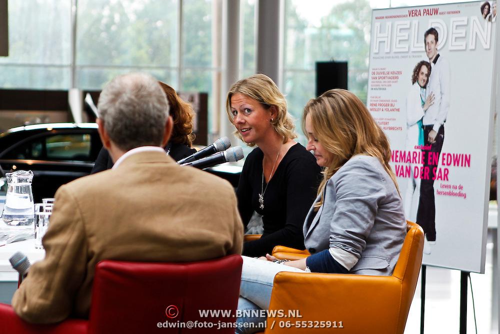 NLD/Utrecht/20100607 - Presentatie tijdschrift Helden nr.5, hockeyster Minke Booij en beachvolleybalster Sanne Keizer
