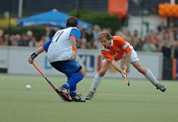 05-06-2005 HOCKEY: FINALE PLAYOFFS: BLOEMENDAAL-ORANJE ZWART: BLOEMENDAAL<br /> De hockeyers van Oranje Zwart zijn voor het eerst in hun bestaan landskampioen geworden. De Eindhovense club klopte Bloemendaal in het beslissende play-off-duel met 3-1 / <br /> Teun de Nooijer<br /> ©2005-WWW.FOTOHOOGENDOORN.NL