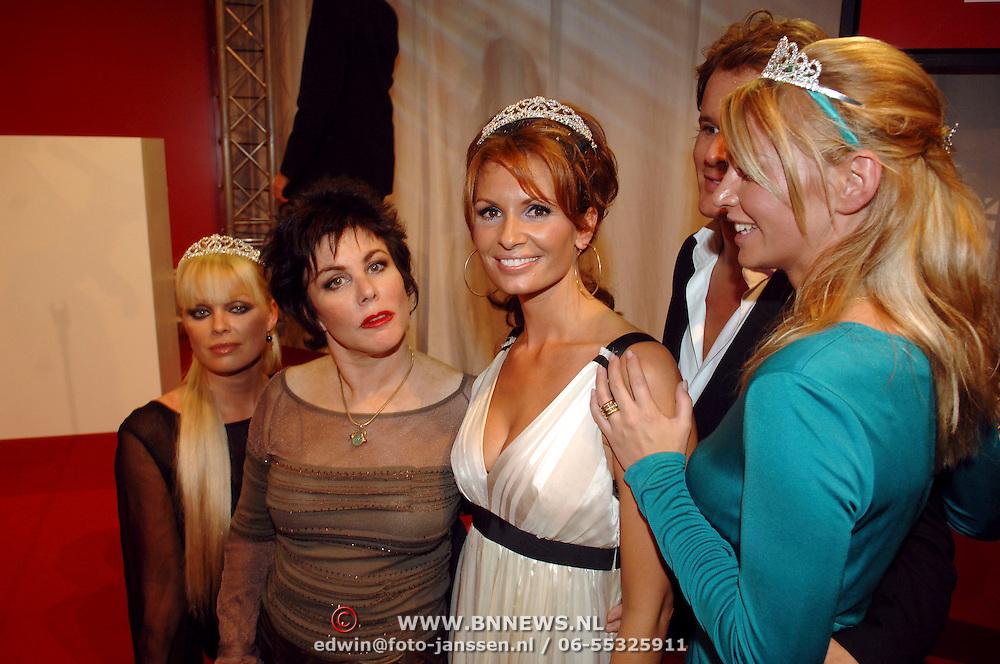 NLD/Amsterdam/20061018 - Uitreiking Beau Monde Awards 2006, prijswinnaressen Leontien Borsato - Ruiters, Bridget Maasland, Ellemiek Vermolen met Ruby Wax