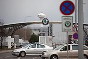 Haupteingang zu den Skoda Autowerken im Zentrum von Mlada Boleslav. Mlada Boleslav liegt noerdlich von Prag und ist ungefaehr 60 Kilometer von der tschechischen Haupstadt entfernt. Skoda Auto beschäftigt in Tschechien 23.976 Mitarbeiter (Stand 2006), den Grossteil davon in der Zentrale in Mlada Boleslav. Damit sind mehr als 3/4 aller Erwerbstätigen der Stadt in dem Automobilkonzern tätig.<br /> <br />                                        Main entrance to the Skoda car factory in Mlada Boleslav. The city is located north of Prague and about 60 km away from the Czech capital. Skoda Auto has about 23.976 employees (2006) in Czech Republic and a big part of them is working in Mlada Boleslav. 3/4 of the working population in Mlada Boleslav is working for the Skoda Auto company.