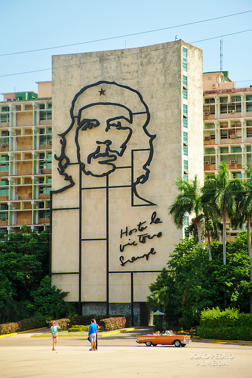 The iconic image of Che Guevara at the Plaza de la Revolución