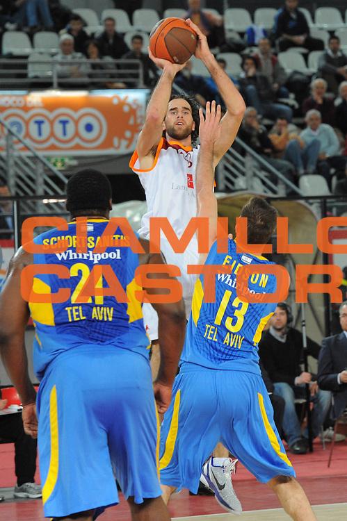 DESCRIZIONE : Roma Eurolega 2010-11 Top 16 Lottomatica Virtus Roma Maccabi Elettra Tel Aviv<br /> GIOCATORE : Luigi Datome<br /> SQUADRA : Lottomatica Virtus Roma<br /> EVENTO : Eurolega 2010-2011<br /> GARA : Lottomatica Virtus Roma Maccabi Elettra Tel Aviv<br /> DATA : 03/03/2011<br /> CATEGORIA : Tiro<br /> SPORT : Pallacanestro <br /> AUTORE : Agenzia Ciamillo-Castoria/GabCiamillo<br /> Galleria : Eurolega 2010-2011<br /> Fotonotizia : Roma Eurolega 2010-11 Top 16 Lottomatica Virtus Roma Maccabi Elettra Tel Aviv<br /> Predefinita :