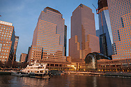 New York, North Cove world financial center towers in downtown, in the distance WTC1 tower under construction. lower manhattan  - United states  Manhattan  / les tours du world financial center,  le bas de la ville , sur l Hudson river