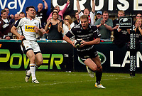 Photo: Jed Wee.<br />Newcastle Falcons v Leeds Tykes. Guinness Premiership. 06/05/2006.<br /><br />Newcastle's Anthony Elliott runs in for his hattrick. *** Local Caption ***