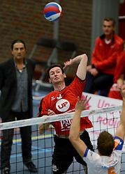 16-10-2013 VOLLEYBAL: PRINS VCV - RIVO RIJSSEN: VEENENDAAL <br /> Rivo Rijssen wint met 3-2 / Harmen Arendshorst<br /> ©2013-FotoHoogendoorn.nl