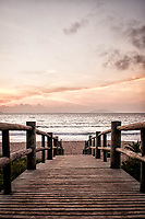 Amanhecer na Praia de Quatro Ilhas. Bombinhas, Santa Catarina, Brasil. / <br /> Sunrise at Quatro Ilhas Beach. Bombinhas, Santa Catarina, Brazil.