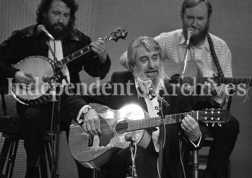 At the 25th Year celebration of The Dubliners on The Late Late Show, Ronnie Drew, Barney McKenna and Sean Cannon, Dublin, 06/03/1987 (Part of the Independent Newspapers Ireland/NLI Collection).
