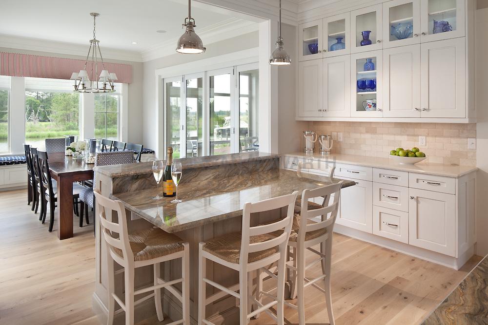 Kitchen with island VA1_958_957