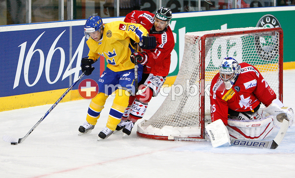 (R-L) Switzerland's goaltender Martin GERBER and Benjamin PLUESS against Sweden's Linus OMARK during a friendly ice hockey game between Switzerland and Sweden held at the Eishalle Deutweg in Winterthur, Switzerland, Friday, April 16, 2010. It's the first time Martin Gerber plays after recovering from a cervical vertebra injury. (Photo by Patrick B. Kraemer / MAGICPBK)