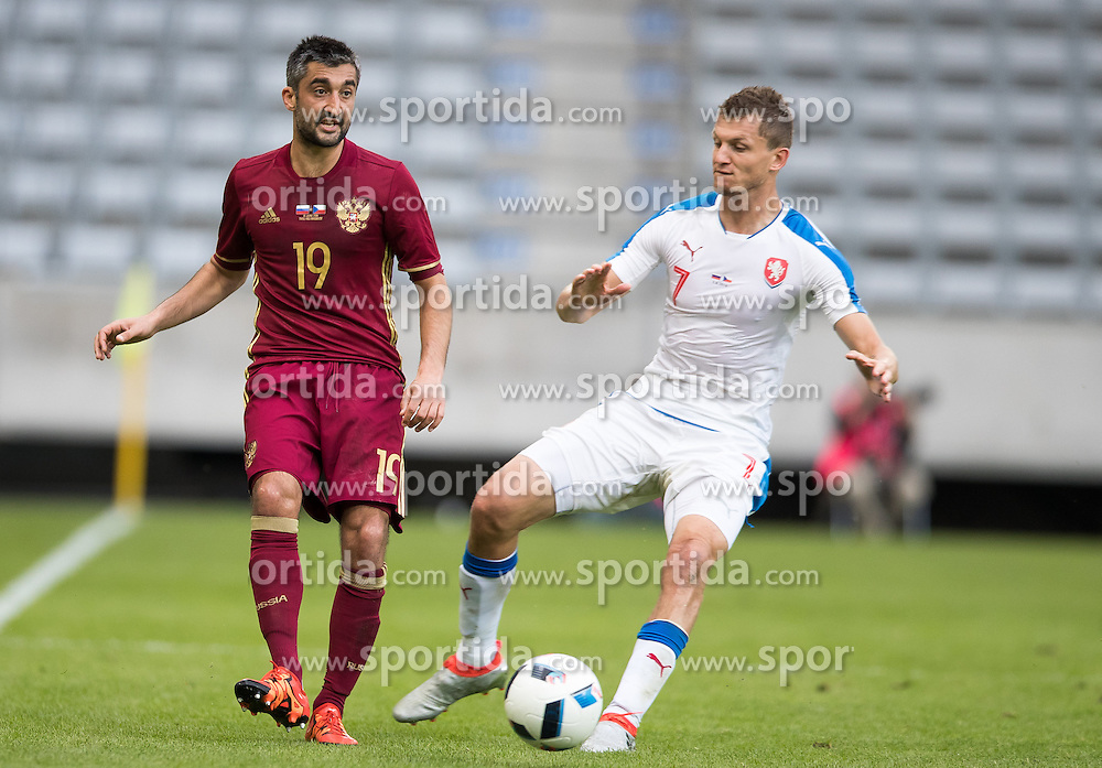 01.06.2016, Tivoli Stadion, Innsbruck, AUT, Testspiel, Tschechien vs Russland, im Bild v.l. Aleksandr Samedov (RUS), Tomas Necid (CZE) // during the International Friendly Match between Czech Republic and Russia at the Tivoli Stadion in Innsbruck, Austria on 2016/06/01. EXPA Pictures © 2016, PhotoCredit: EXPA/ Johann Groder