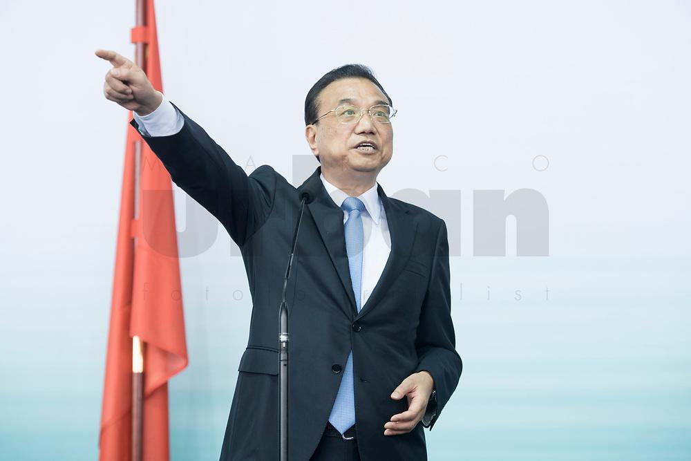 10 JUL 2018, BERLIN/GERMANY:<br /> Li Keqiang, Ministerpraesident der VR China, waehrend einem Statement nach einer Praesentation zum autonomen Fahren mit deutschen Autoherstellern, Flughafen Tempelhof<br /> IMAGE: 20180710-01-117