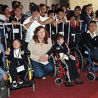 LERMA, México.- Grupos de discapacitados acudieron al encuentro de Asistencia Social Mexiquense 2009 en el que pudieron ver los stands de las empresas que apoyan a las diferentes agrupaciones asistenciales. Agencia MVT / José Hernández. (DIGITAL)
