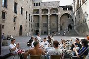Spanje, Barcelona, 27-5-2007..Jonge Duitse toeristen zitten op een terrasje in de oude stad, Barri Gotic..Foto: Flip Franssen