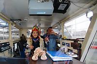 Mannheim. 10.02.18 | <br /> N&auml;rrische Bootsfahrt mit dem Mannheimer Stadtprinzenpaar Miriam I. und Marcus I. <br /> Danch kleiner Umzug mit Gefolge zum Mannheimer Marktplatz &uuml;ber die Planken zum Wasserturm mit Fahrt im Riesenrad.<br /> Bild: Markus Prosswitz 10FEB18 / masterpress (Bild ist honorarpflichtig - No Model Release!) <br /> BILD- ID 03919 |