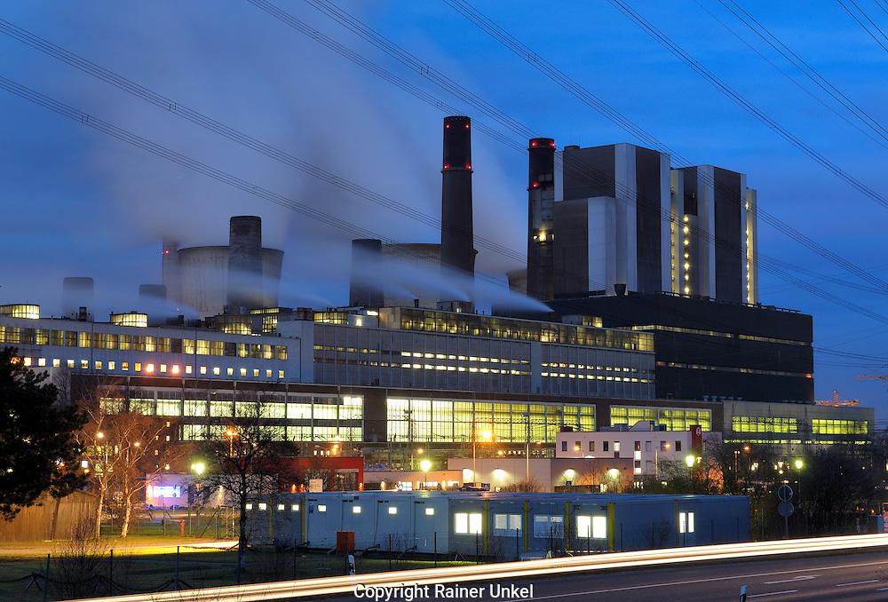 DEU , DEUTSCHLAND : Das Braunkohlekraftwerk / Kohlekraftwerk Weisweiler der RWE  AG.  |DEU , GERMANY : The brown coal power plant Weisweiler of RWE AG|.  09.02.2011.  Copyright by : Rainer UNKEL .