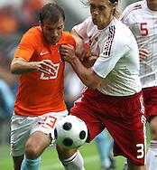 29-05-2008: Voetbal: Nederland-Denemarken: Eindhoven <br /> Radael van der Vaart in duel met Per Kroldrup<br /> Foto: Geert van Erven
