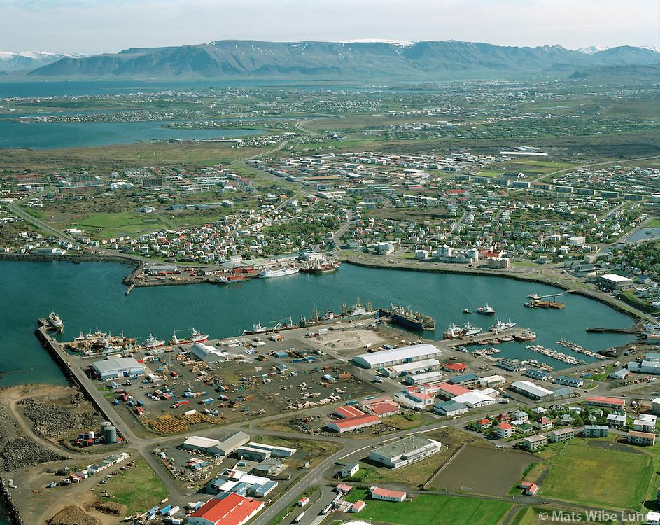 Hafnarfjörður, hafnarsvæðið - loftmynd séð til norðurs. 1996..Hafnarfjordur, harbour site, aerial viewing north.