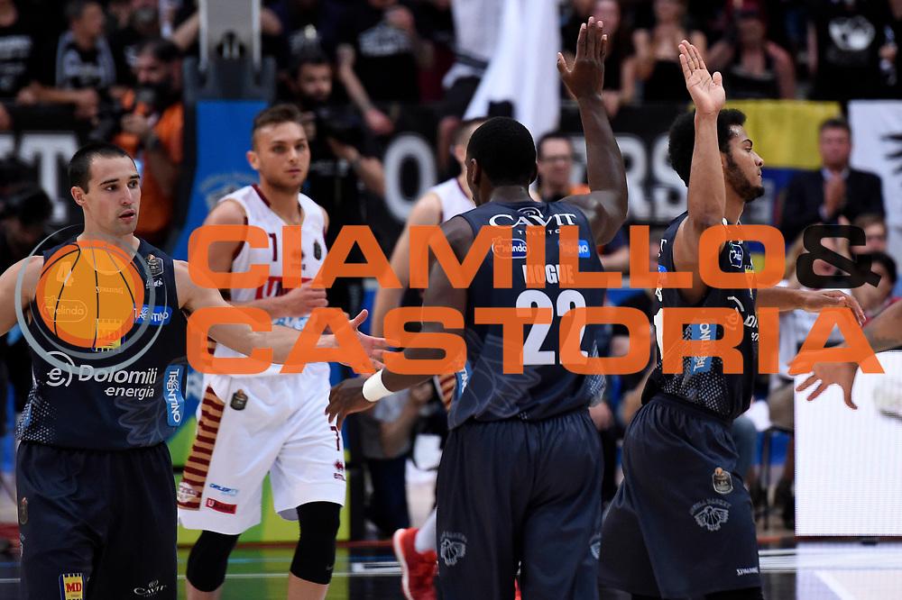Aaron Craft, Dustin Hogue, Shavon Shields<br /> Dolomiti Energia Aquila Basket Trento - Umana Reyer Venezia<br /> Lega Basket Serie A 2016/2017<br /> Playoff, finale gara 4<br /> Trento, 16/06/2017<br /> Foto M.Ceretti / Ciamillo-Castoria