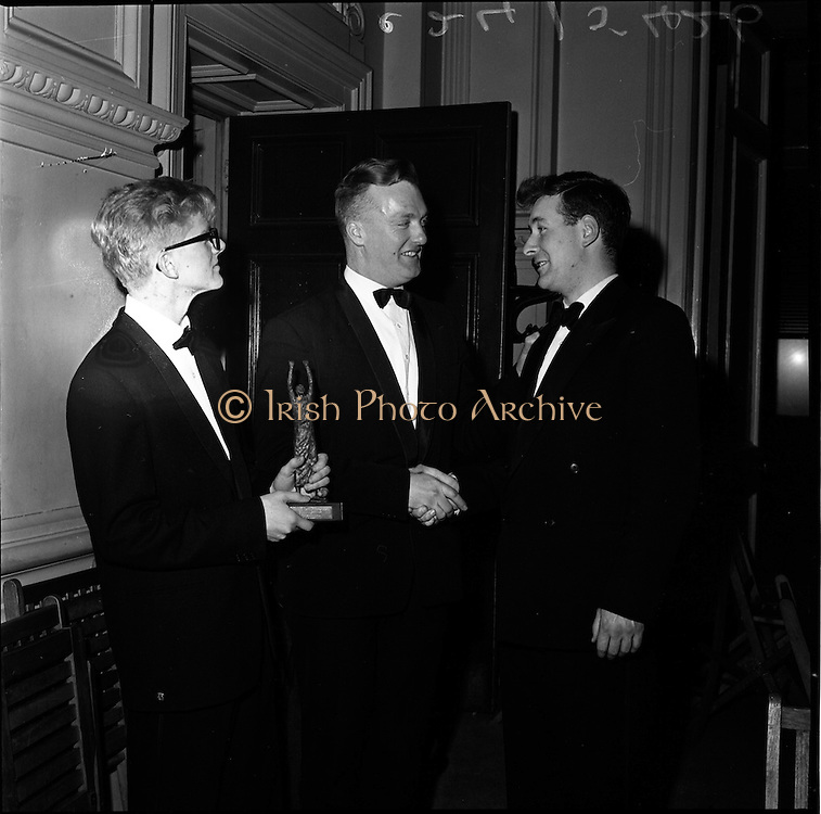 24/01/1962.01/24/1962.24 January 1962.Inter-University Debating Competition held at Trinity College Dublin..Mr. Noel Igoe, President U.S.I. (centre), congratulating Mr. Bowes Michael Egon (left and Mr. John Murtagh (right), two members of the Q.U.B. team that won the competition.