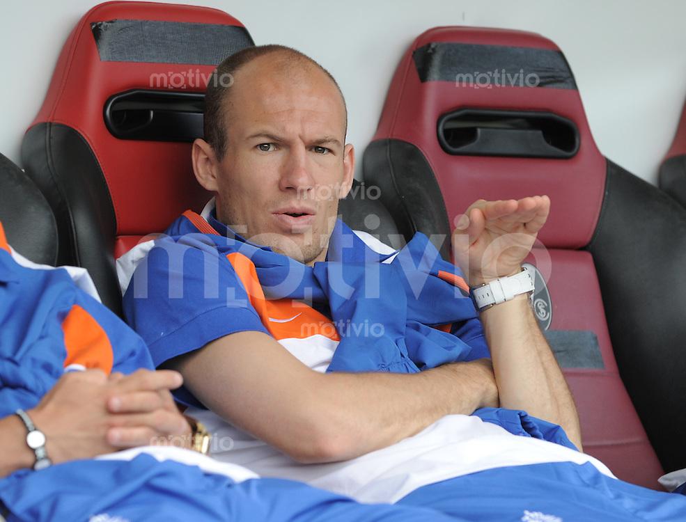 Fussball International:  Testspiel   26.05.2010 Holland - Mexiko Arjen Robben  (NED)  auf der Bank