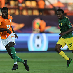 24 June 2019, Egypt, Cairo: Ivory coast's Nicolas Pepe and South Africa's Percy Tau vie for the ball during the 2019 Africa Cup of Nations Group D soccer match between South Africa and Ivory coast at Al-Salam Stadium. <br /> Photo : PictureAlliance / Icon Sport