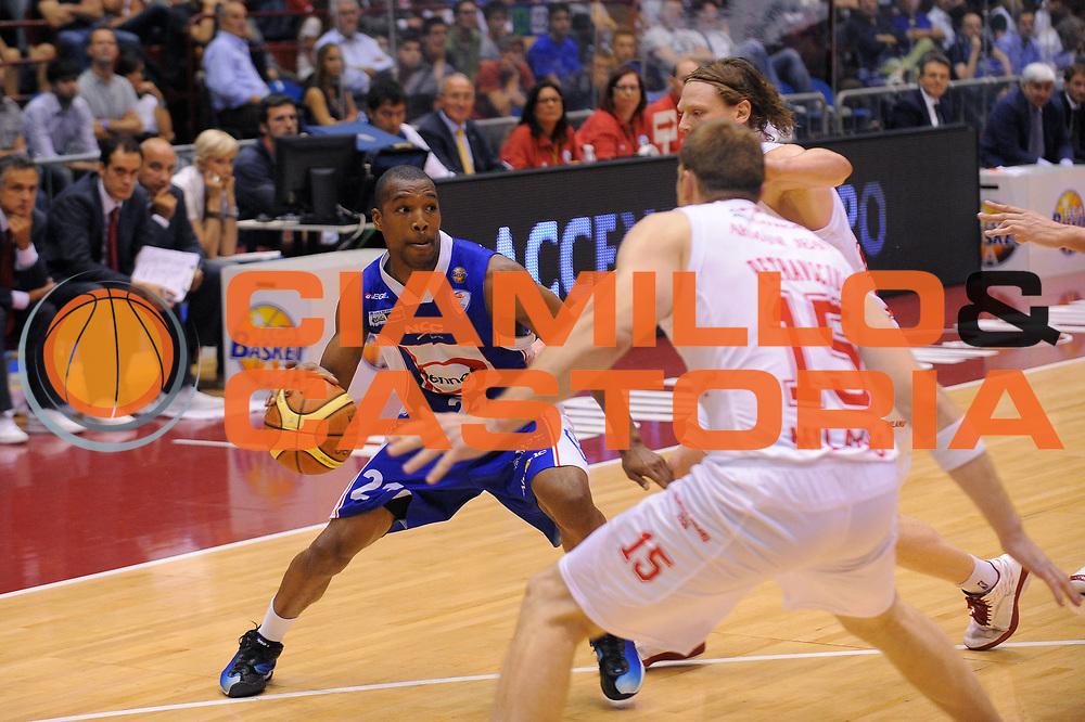 DESCRIZIONE : Milano Lega A 2010-11Semifinale Play off Gara 3 Armani Jeans Milano Bennet Cantu<br /> GIOCATORE : Mike Green<br /> SQUADRA : Bennet Cantu<br /> EVENTO : Campionato Lega A 2010-2011<br /> GARA : Armani Jeans Milano Bennet Cantu<br /> DATA : 03/06/2011<br /> CATEGORIA : Palleggio<br /> SPORT : Pallacanestro<br /> AUTORE : Agenzia Ciamillo-Castoria/A.Dealberto<br /> Galleria : Lega Basket A 2010-2011<br /> Fotonotizia : Milano Lega A 2010-11 Semifinale Play off Gara 3 Armani Jeans Milano Bennet Cantu<br /> Predefinita :