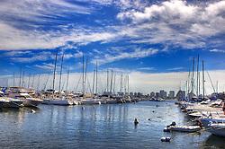 Yacht Club Uruguayo, fica em Punta del Este, uma cidade do Uruguai, localizada no departamento de Maldonado. Está entre os dez balneários de luxo mais famosos do mundo e é um dos mais charmosos da América Latina, oferecendo tanto praias oceânicas (oceano Atlântico) quanto de rio (Rio da Prata). A cidade foi fundada em 1829 por Don Francisco Aguilar, e seu primeiro nome foi Villa Ituzaingó. Em 1907, passou a se chamar Punta del Este. Nas temporadas de verão o balneário salta para 400 mil habitantes. FOTO: Jefferson Bernardes/Preview.com