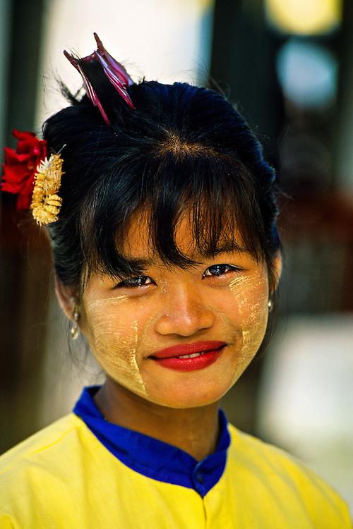 Burmese woman wearing thanaka bark makeup, Shwedagon Pagoda, Yangon (Rangoon), Burma (Myanmar)