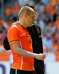 05-06-2010 VOETBAL: NEDERLAND - HONGARIJE: AMSTERDAM<br /> Nederland wint met 6-1 van Hongarije / Arjen Robben blesseerd zich in de 87ste minuut<br /> ©2010-WWW.FOTOHOOGENDOORN.NL
