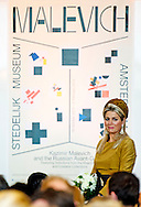 18-10-2013 – AMSTERDAM – Queen Maxima during the opening of the Exhibition of Kazimir Malevich / and the Russian Avangarde in The Stedelijk Museum in Amsterdam.  with Ann Goldstein (1957) is the artistic director of the Stedelijk Museum AmsterdamCOPYRIGHT ROBIN UTRECHT
