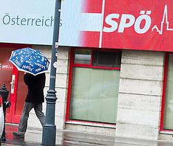 THEMENBILD - Mann mit Schirm vor der Bundesgeschäftsstelle der Soziademokratischen Partei Österreich in der Löwelstraße. Die SPÖ ist derzeit immer wieder in den Schlagzeilen wegen dem schlechten Abschneiden bei der Bundespräsidentenwahl. Außerdem ist sie auf der Suche nach einem neuen Bundeskanzler. Aufgenommen am 12.05.2016 in Wien, Österreich // The Headquarter of the austrian social democratic party in Vienna. The social democratic party currently is hitting the headlines based on the search of a new federal chancellor. Austria on 2016/05/12. EXPA Pictures © 2016, PhotoCredit: EXPA/ Michael Gruber