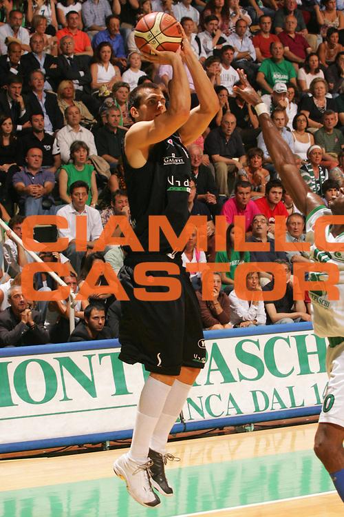 DESCRIZIONE : Siena Lega A1 2006-07 Playoff Finale Gara 3 Montepaschi Siena VidiVici Virtus Bologna <br /> GIOCATORE : Christian Drejer <br /> SQUADRA : VidiVici Virtus Bologna <br /> EVENTO : Campionato Lega A1 2006-2007 Playoff Finale Gara 3 <br /> GARA : Montepaschi Siena VidiVici Virtus Bologna <br /> DATA : 18/06/2007 <br /> CATEGORIA : Tiro <br /> SPORT : Pallacanestro <br /> AUTORE : Agenzia Ciamillo-Castoria/P.Lazzeroni