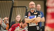 Cheftræner Stefan Madsen (Aalborg Håndbold) under kampen i Herrehåndbold Ligaen mellem Nordsjælland Håndbold og Aalborg Håndbold den 27. november 2019 i Helsinge Hallen (Foto: Claus Birch).