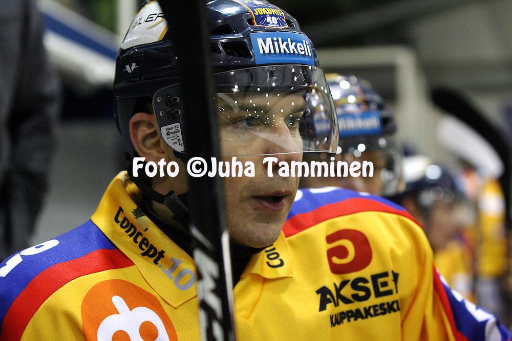 05.01.2011, Lemp??l?..J??kiekon Mestis 2010-11. .Lemp??l?n Kisa - Mikkelin Jukurit..Tuomo Jormakka - Jukurit.©Juha Tamminen.