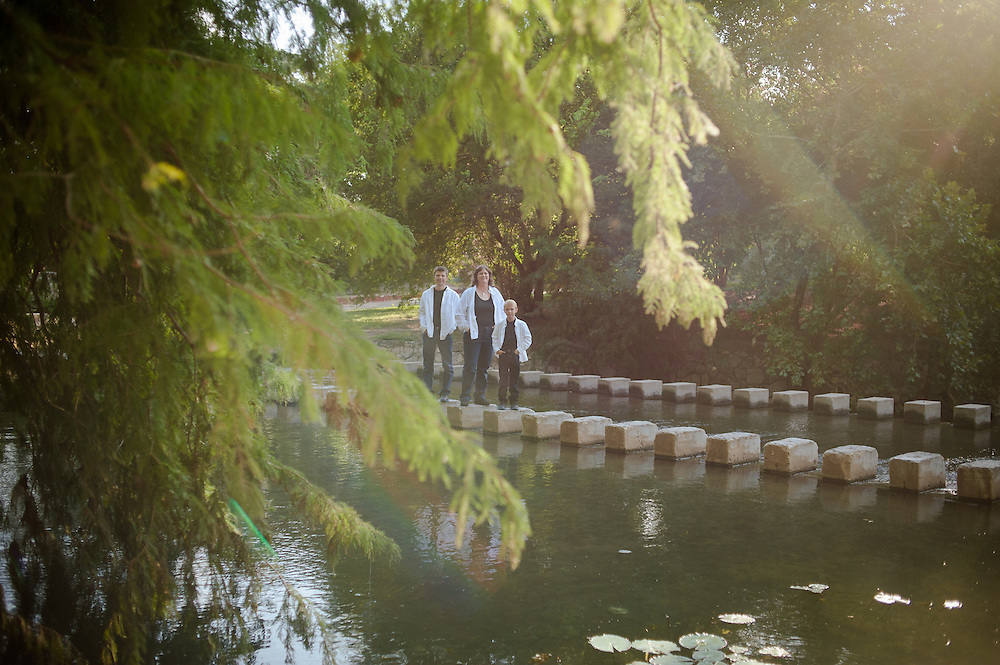 Kosub family photo shoot Saturday, September 8, 2012 at Brackenridge Park. (Photo©Bahram Mark Sobhani)