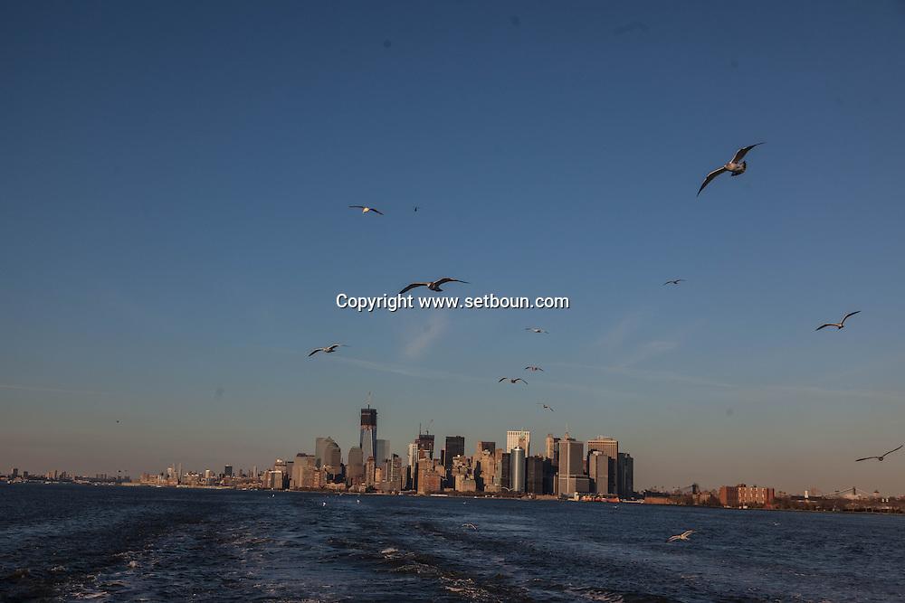 New york Downtown Manhattan skyline  view from the sea   /  dowtown Manhattan vue depuis la mer