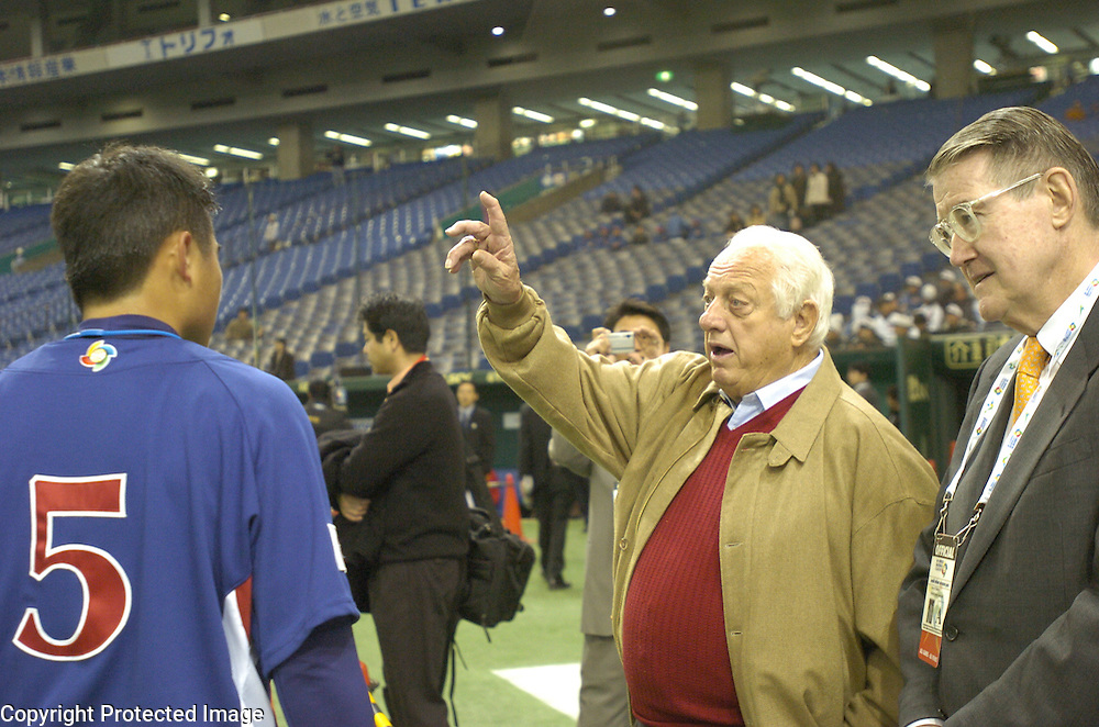 WBC Ambassador Tommy Lasorda (C) speaking to Team Chinese Taipei's #5 Chin-Lung Hu while Peter O'Mally (R) looks on during pre-game warm-ups before the start of Game 5 of the World Baseball Classic at Tokyo Dome, Tokyo, Japan.