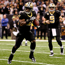 2009 December 19:  New Orleans Saints running back Mike Bell (21) runs for a touchdown in the fourth quarter during a 24-17 win by the Dallas Cowboys over the New Orleans Saints at the Louisiana Superdome in New Orleans, Louisiana.