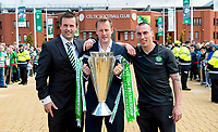 24/05/15 SCOTTISH PREMIERSHIP<br /> CELTIC v INVERNESS CT<br /> CELTIC PARK - GLASGOW<br /> Celtic manager Ronny Deila (left) joins Harald Brattbakk (centre) and Scott Brown as the Scottish Premiership trophy is carried into Celtic Park