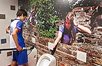 ZWOLLE - HC ZWOLLE - Heren WC met poster op de muur.FOTO KOEN SUYK
